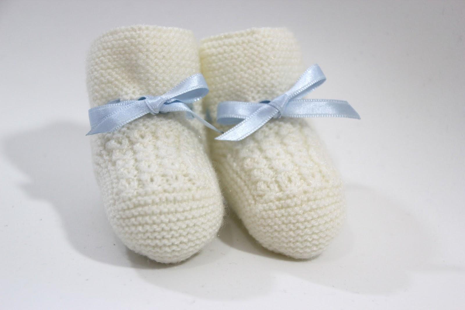 DIY Tutorial y patrones  Patucos de bebé tejidos con dos agujas  D ... 65b5be89c83