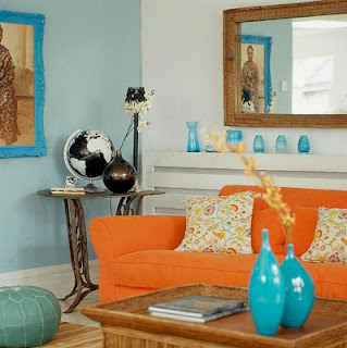 sala naranja y turquesa