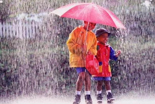 Tak Hanya Menyebabkan Flu Dan Demam, Ternyata Air Hujan Juga Ada Manfaatnya