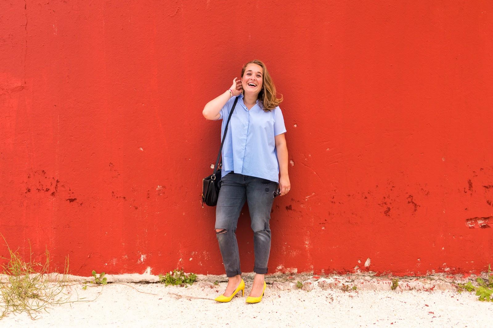 Look urban chic : jean girlfriend & escarpins jaunes