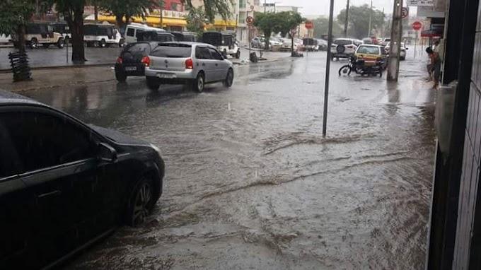 Choveu forte nesta segunda-feira (20) na cidade de Caruaru