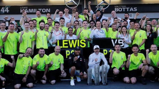 Mercedes: Hamilton-Bottas Boleh Sengit di Lintasan, tapi Harus Jaga Respek