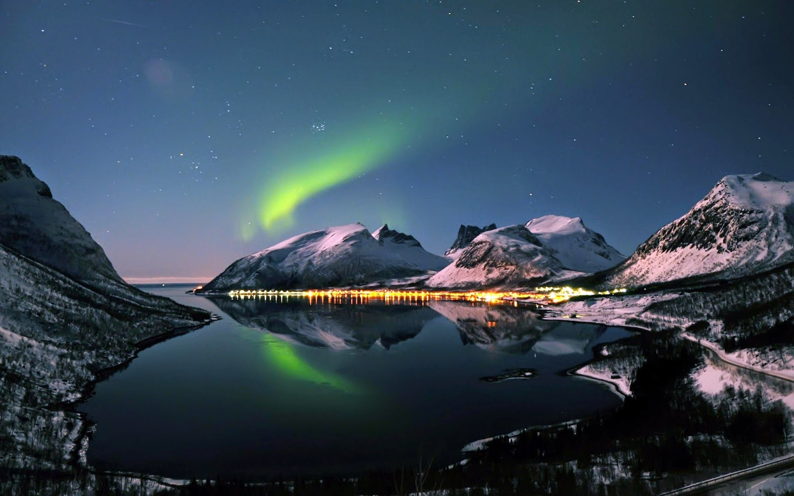 20 Amazing Colorful Aurora Borealis Wallpapers Hd O 1
