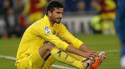 Milan step up efforts to ward off Spurs for Musacchio