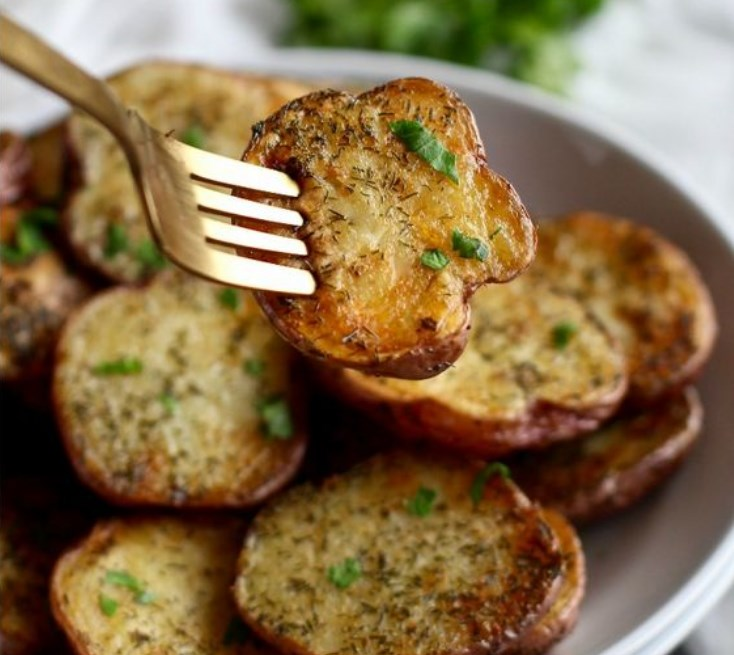 Crispy Garlic Ranch Roasted Potatoes #plantbased #vegetarian