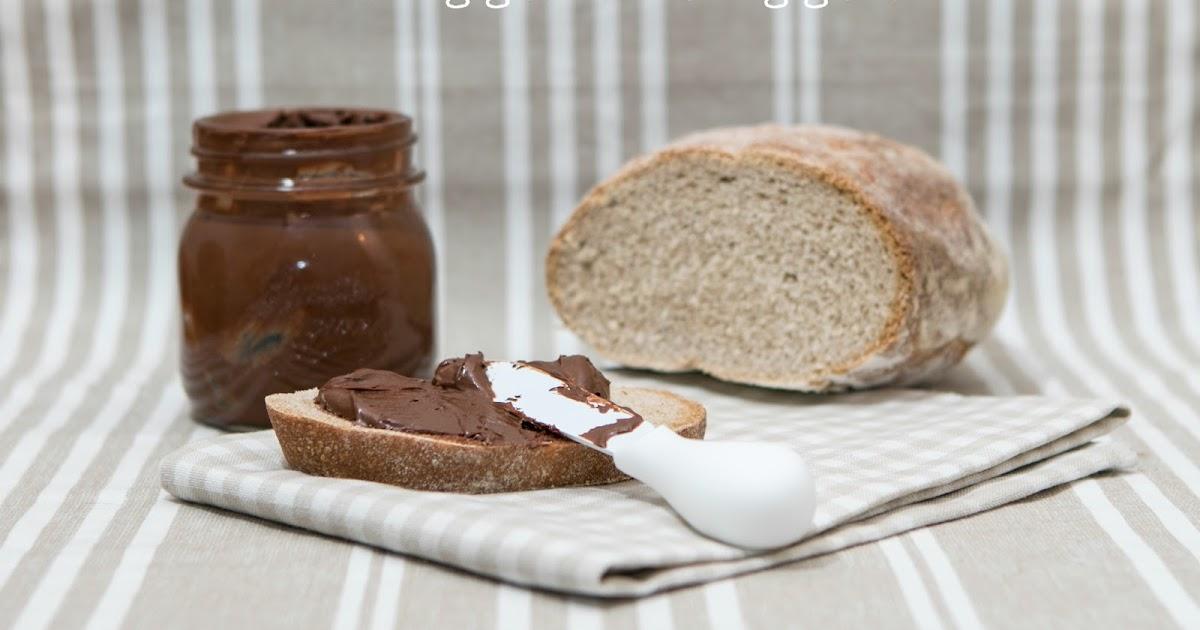 Pane di segale e crema spalmabile di cioccolato alle nocciole homemade