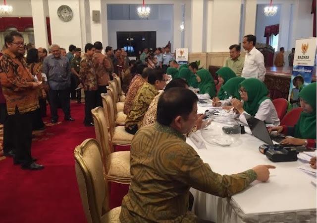 Kumpulkan Seluruh Menteri untuk Setor Zakat ke Baznas, Jokowi Dipuji
