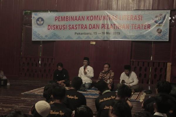"""Kerjasama dengan Balai Bahasa, Suku Seni Adakan Diskusi Buku """"Siasat"""""""