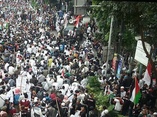 Long March di Bandung Kecam Penutupan Masjid Al-Aqsha