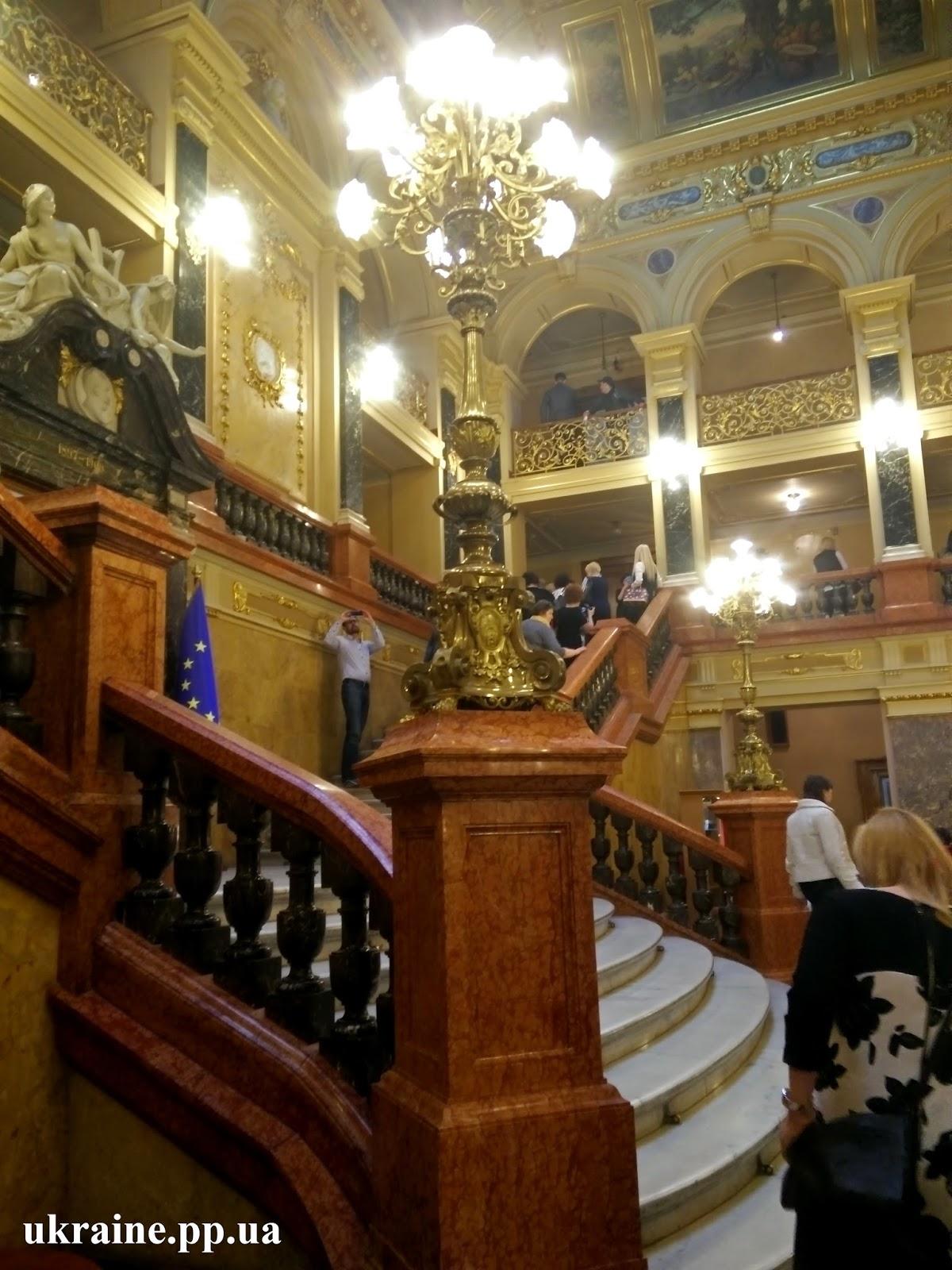 Оперный театр хол