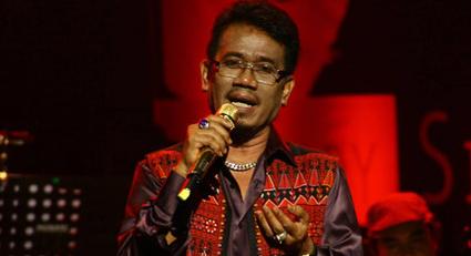Eddy Silitonga, Lagu Lawas, Tembang Kenangan, Kumpulan Lagu Eddy Silitonga Mp3 Album Hitam Atas Putih Full Rar