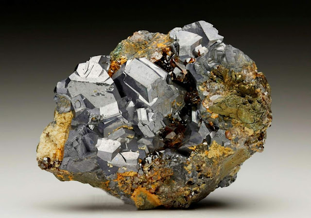 Common Mineral Capable of Making and Breaking Bonds