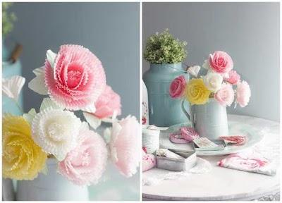 Flores peonías con cápsulas de magdalenas
