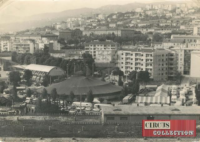 Vue aérienne du chapiteau et des installations du Cirque  Darix Togni 1954