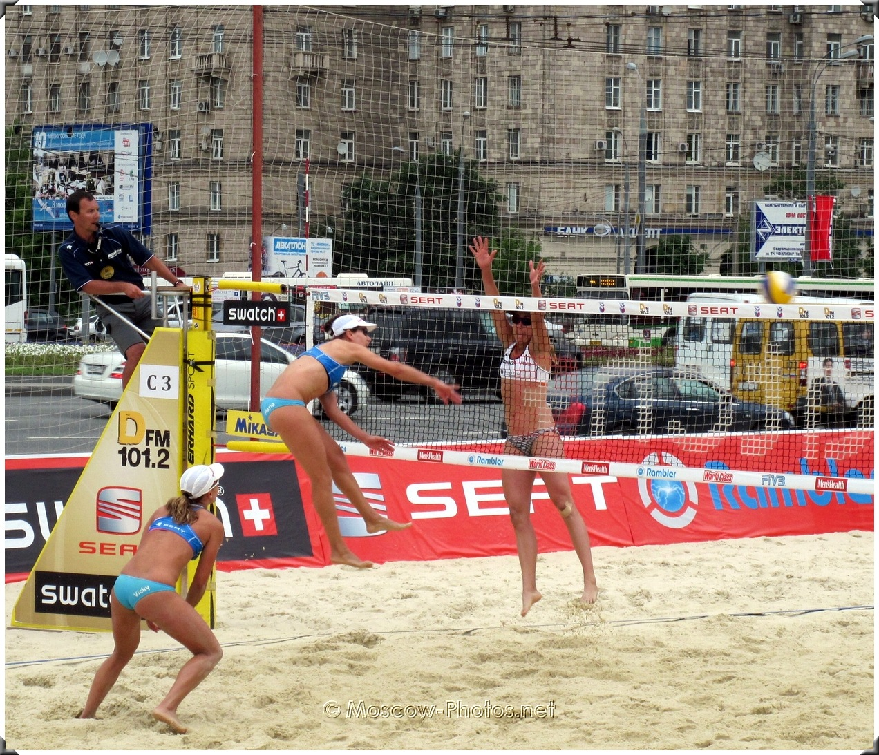 BEACH VOLLEYBALL FIRST HIT TO ATTACK