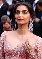 Sonam Kapoor looks stunning in Cannes 2017 007.jpg