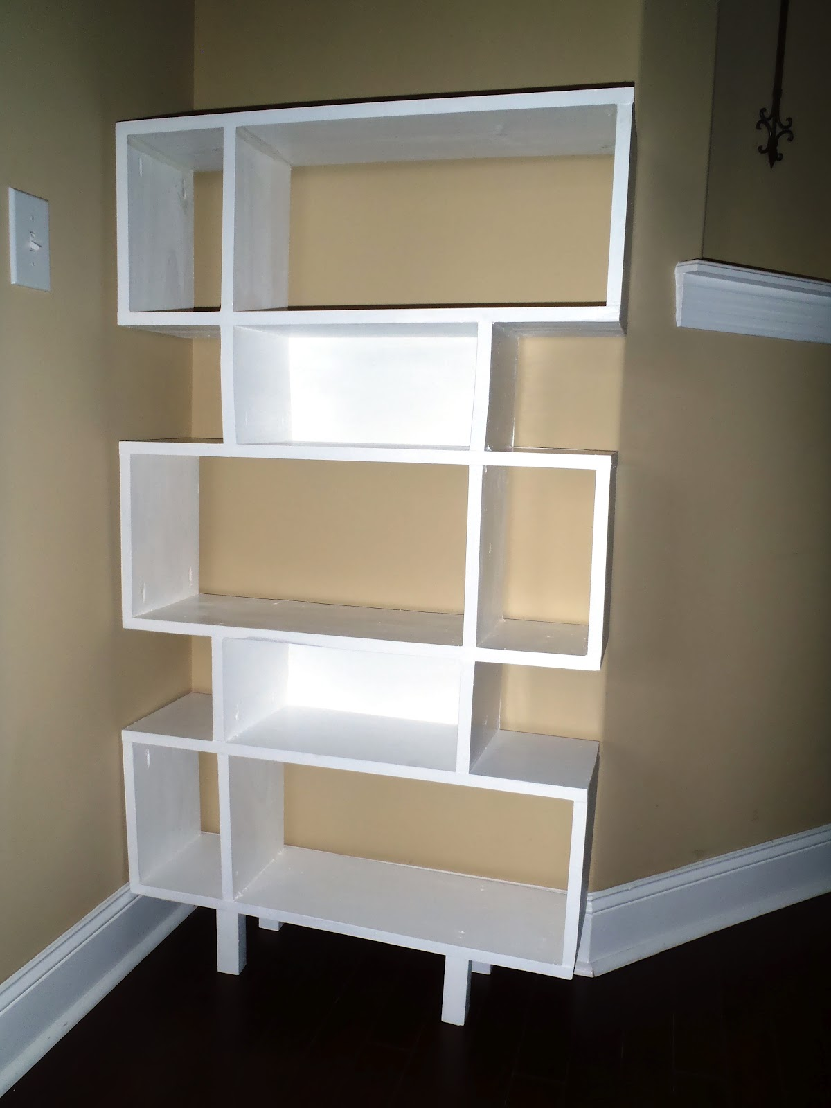 Lazy Liz On Less: Simple Modern Shelf
