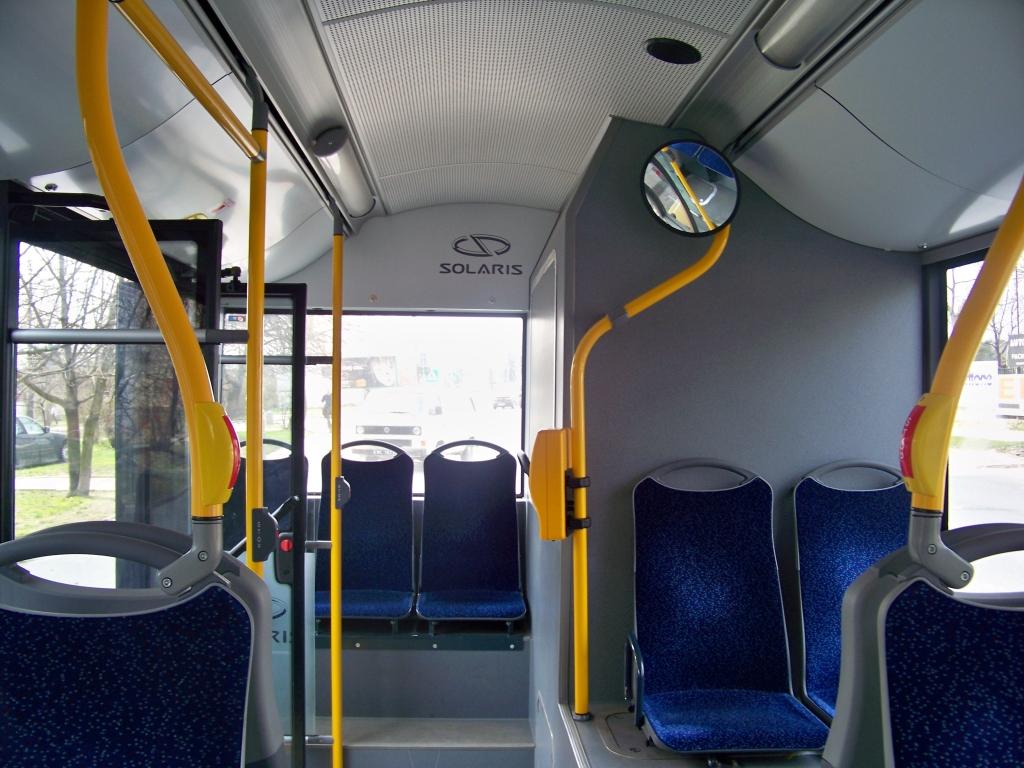 Solaris Urbino 18 Hybrid - Wnętrze Tylnia Ławka