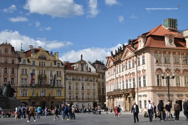 Stunning Old Town Square, Prague | Ms. Toody Goo Shoes #prague #oldtownsquare #danuberivercruise