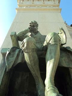 Monumento à Independência do Brasil, São Paulo - Vista Frontal do Homem Sentado