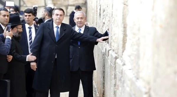 Bolsonaro, acompanhado de Netanyahu, visita Muro das Lamentações