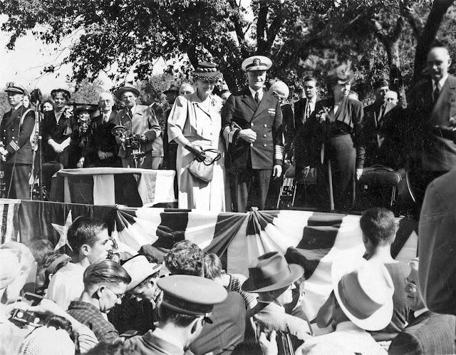 Fleet Admiral Chester Nimitz with his sister, Dora Nimitz Reagan, in Kerrville, October 1945