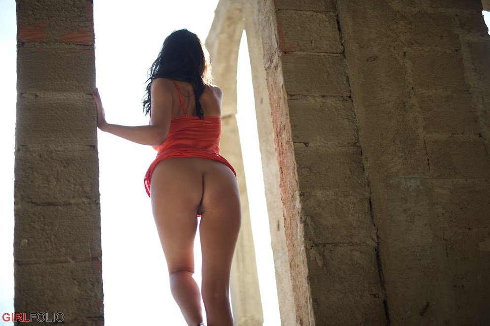 [GirlFolio] Bonnie Bellotti - Underneath The Arches