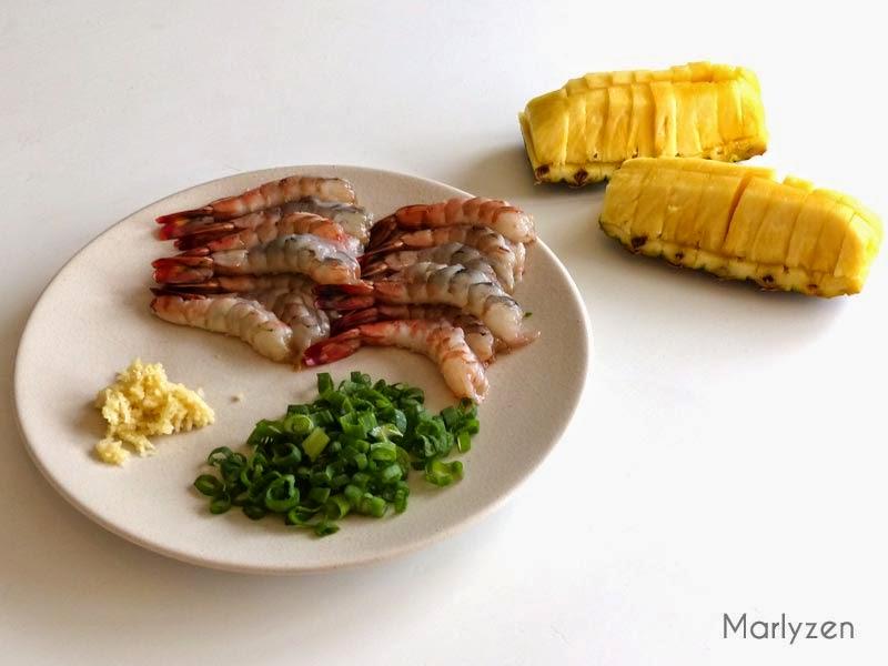Riz mélangé crevettes-ananas.