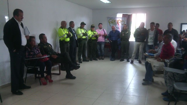 Taxistas y periodistas le protestaron al alcalde Malo
