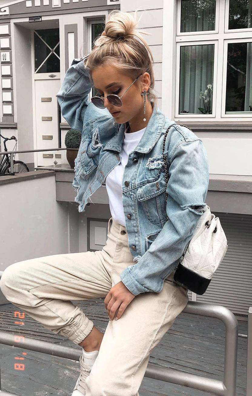 casual outfit inspiration / denim jacket + white top + nude pants + sneakers