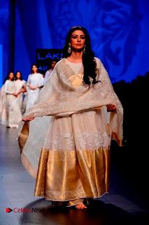 Actress Tabu Walk on Ramp for Gaurang Shah at Lakme Fashion Week  0017.jpg