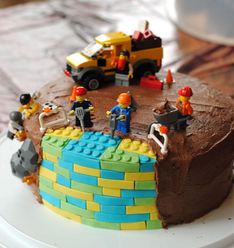 Leanne bakes: Lego Birthday Cake