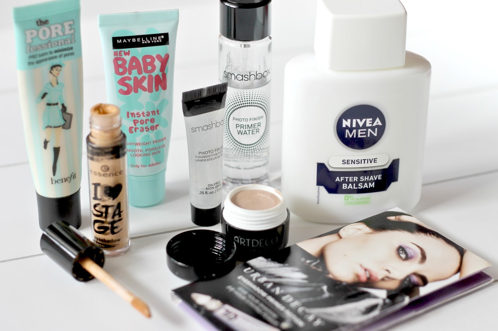 The Primer Tag Flatlay 1