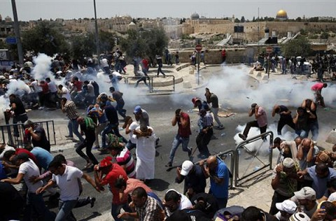 Lemparan Batu dan Molotov Warga VS Senjata Api Tentara Israel, 2 Orang Palestina Tewas Tertembak