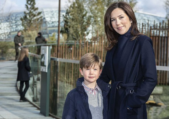 Princess Josephine and Prince Vincent. pandas Xing Er and Mao Sun. Crown Princess Mary wore Fonnesbech Avignon trench coat