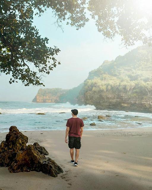 Pantai ngitun/ngetun Gunungkidul, kombinasi pegunungan dan teluk alami