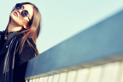 Tips Tampil Ala Wanita Urban dengan Ragam Jaket Kulit, Coba Yuk!