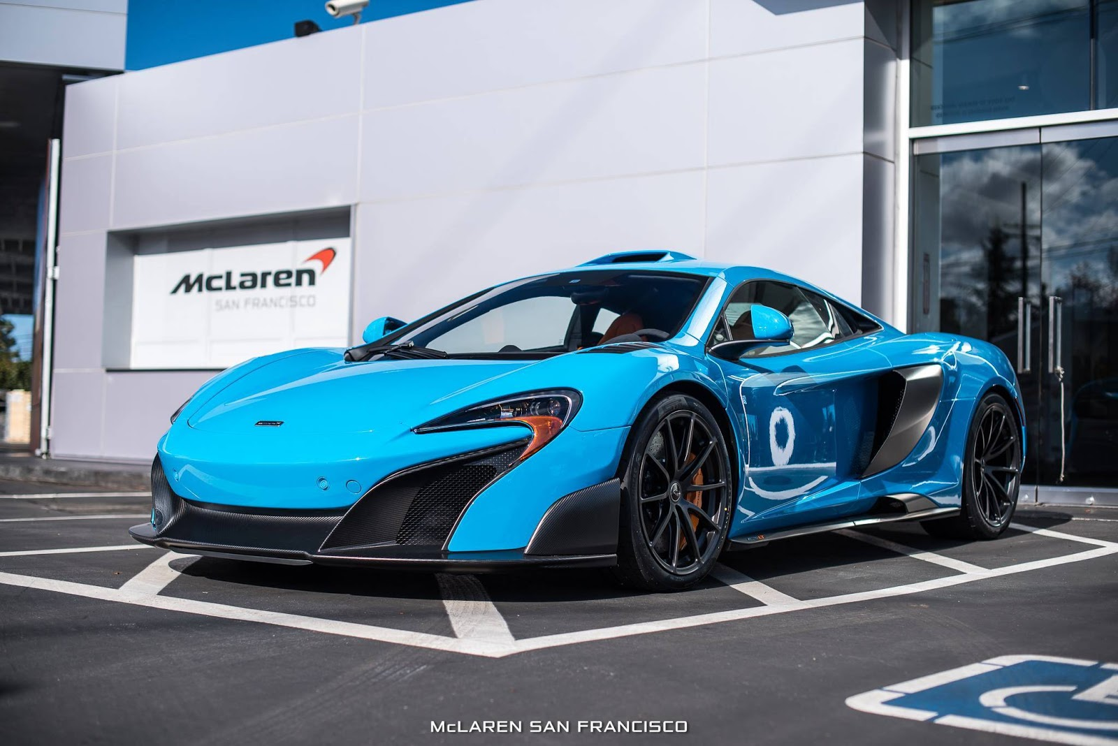 Mexico Blue Mclaren 675lt Looks Brilliant With Mso Roof