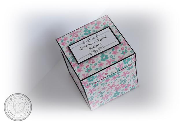 Kwiecisty exploding box z okazji ślubu