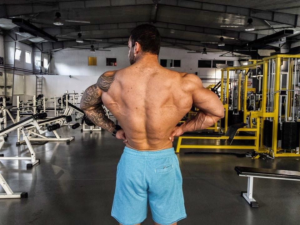 Muscle Lover: Romanian junior bodybuilder Roberto Alexandru