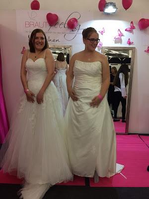 Brautkleiderprobe Hochzeitstage München 2017 AVR MOC Stand Riessersee Hotel Garmisch-Partenkirchen, wedding fair Munich 2017