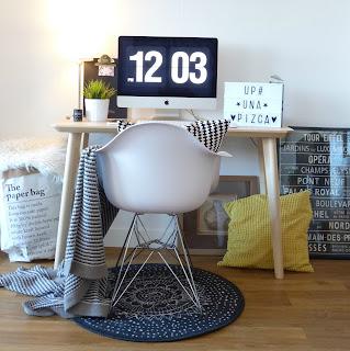 despacho integrado en el salón- zona de trabajo dentro de un salón comedor