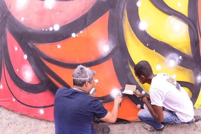 Arte de Rua também toma conta do Galo gigante da ponte
