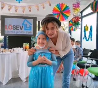 Neslihan Atagül s-a dovedit a fi un înger al bunătății! | Donații de Ramadan