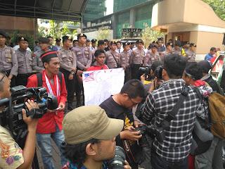 GMNI Karawang Kirim Doa dan Koin untuk Freeport