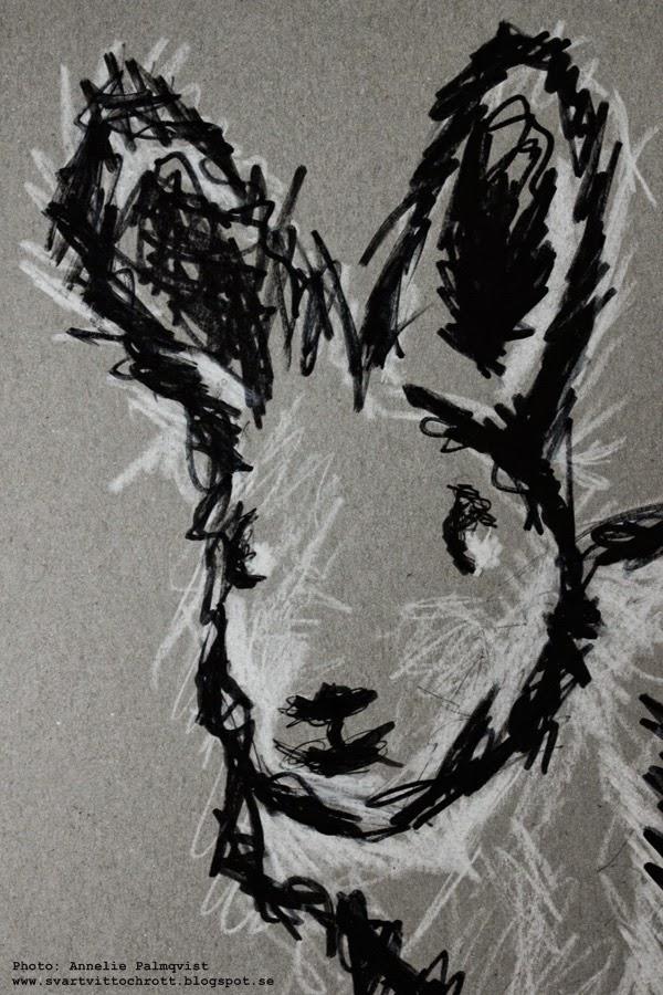 personlig tavla, personliga barntavlor, barntavla, personligt, tavla med namn, kanin, kaniner, grått papper, vitt och svart, handmålad, handmålade,