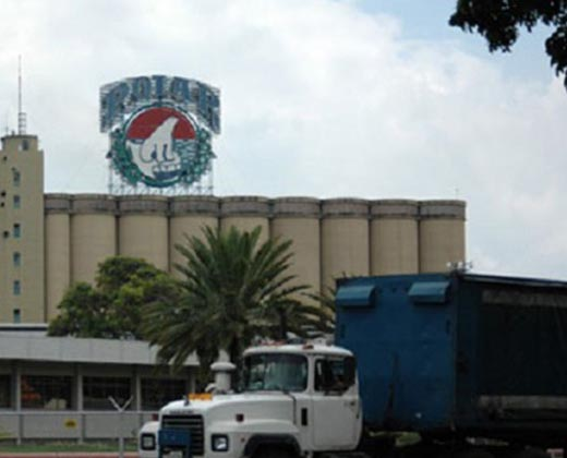 Trabajadores de Cervecería Polar inician vigilia permanente