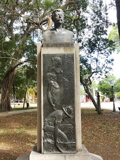 Resultado de imagem para olavo bilac busto no passeio público