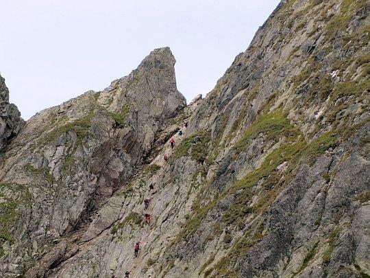Przełęcz Czerwona Ławka (słow. Priečne sedlo, niem. Roteturmscharte, węg. Vörös-torony-hágó)