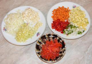 legume proaspete taiate pentru gatit, legume pentru mancare de post cu cous-cous, retete culinare cu legume, preparate culinare din legume,